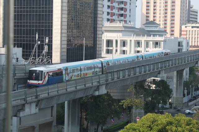 Skytrain BTS - o metrô suspenso de Bangkok