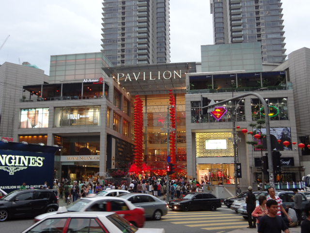 Shopping Pavilion e uma multidão de turistas.